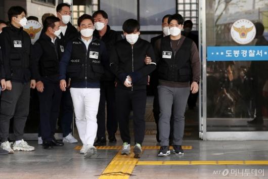 [사진]포토라인 서는 '세 모녀 살인' 김태현