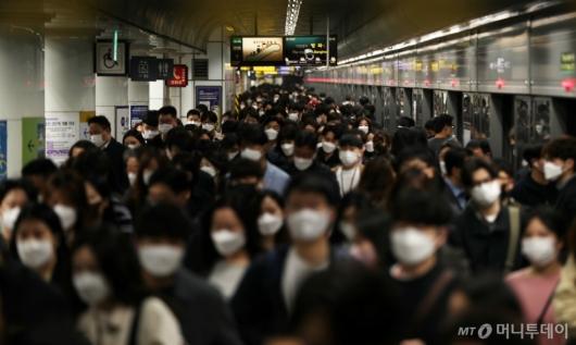 [사진]오늘부터 실내 마스크 착용 의무