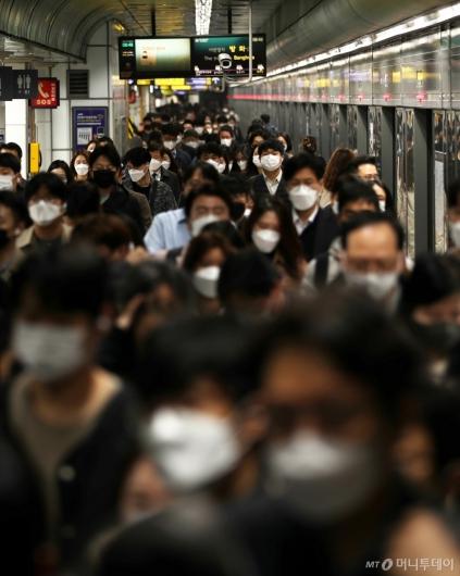 [사진]실내에서 마스크 상시 착용 의무