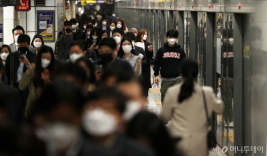 [사진]'실내에서 마스크 꼭 착용하세요'