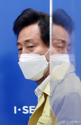 [사진]브리핑 참석하는 오세훈 시장