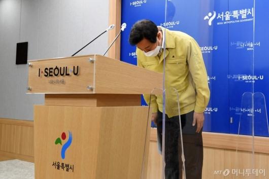 [사진]고개숙여 인사하는 오세훈 시장