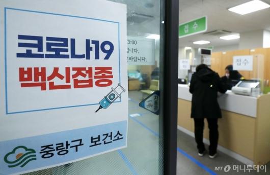 [사진]'혈전 논란' 미뤄졌던 AZ백신 접종 재개
