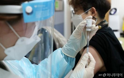 [사진]'AZ 백신' 접종 재개
