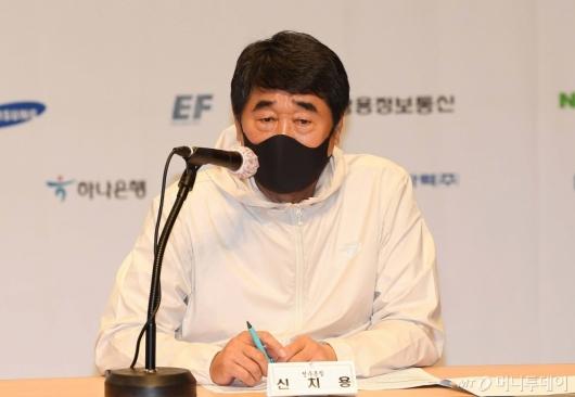 [사진]도쿄올림픽 관련 발언하는 신치용 진천선수촌장