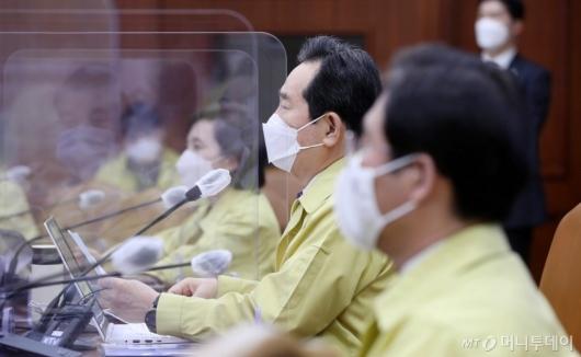 [사진]중대본회의 모두발언하는 정세균 총리