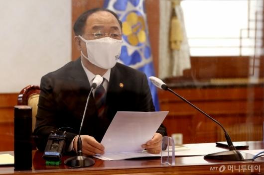 [사진]발언하는 홍남기 국무총리 직무대행