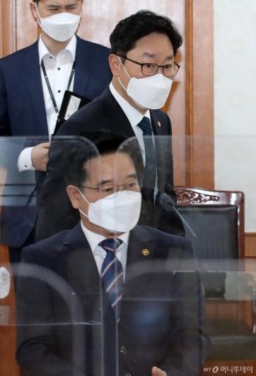 [사진]회의 참석하는 박범계 법무부 장관
