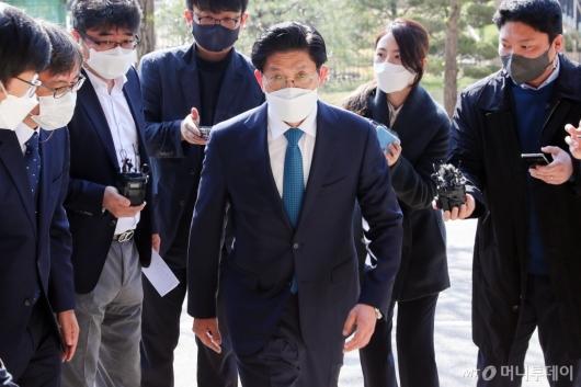 [사진]출근하는 노형욱 국토교통부 장관 후보자