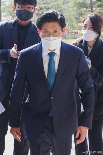 [사진]출근하는 노형욱 국토부 장관 후보자