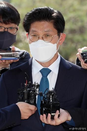 [사진]답변하는 노형욱 후보자