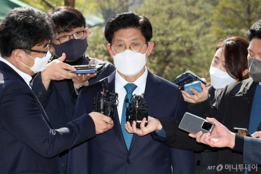 [사진]답변하는 노형욱 국토교통부 장관 후보자