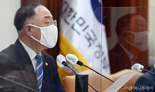 [사진]발언하는 홍남기 총리 대행