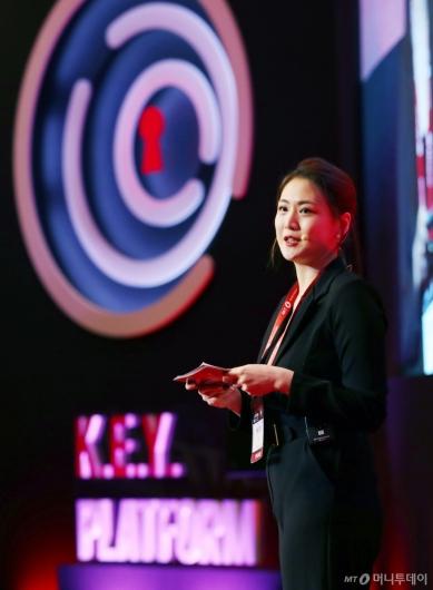 [사진]인사말하는 제니 리 상임이사
