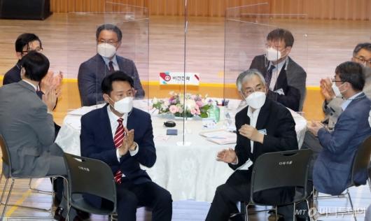 [사진]박수치는 오세훈 서울시장