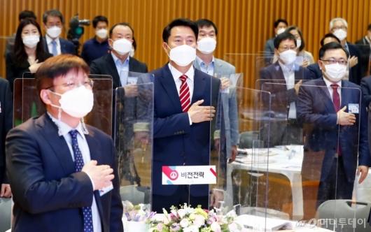 [사진]국민의례하는 오세훈 시장