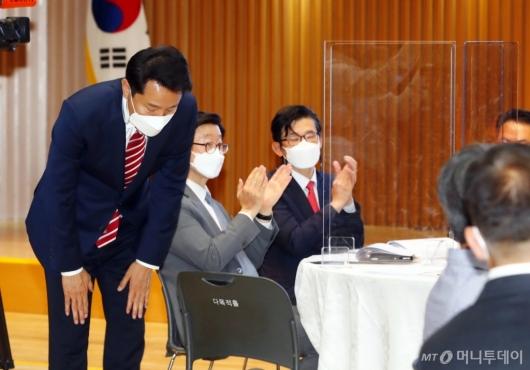 [사진]인사하는 오세훈 시장