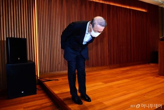 [사진]대국민 사과하는 홍원식 남양유업 회장