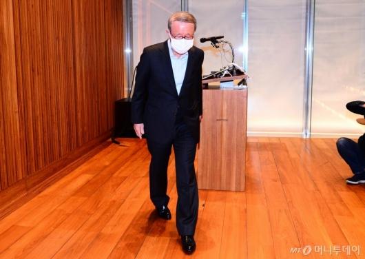 [사진]사퇴하는 홍원식 남양유업 회장