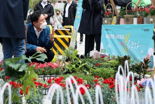 [사진]'사람숲길' 상생꽃집 찾은 오세훈 시장