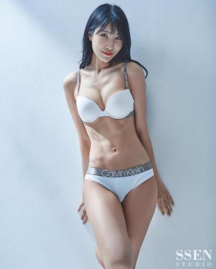 이세영, 흰색 속옷 차림 바디프로필 공개…'2관왕'다운 복근