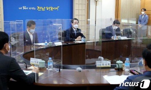 [사진] 운수사업자 간담회서 인사말 하는 김영록 지사