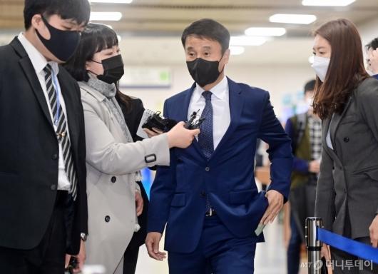 [사진]법정 들어서는 한병도 전 청와대 정무수석