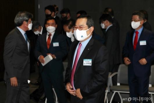 [사진]한국무역협회 31대 회장단과 기념촬영 마친 구자열 회장