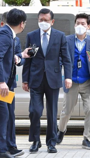 [사진]'계열사 부당지원 의혹' 박삼구 전 회장 출석