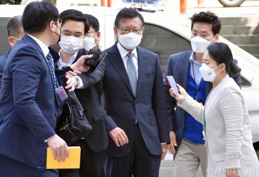 [사진]영장심사 출석하는 박삼구 전 회장