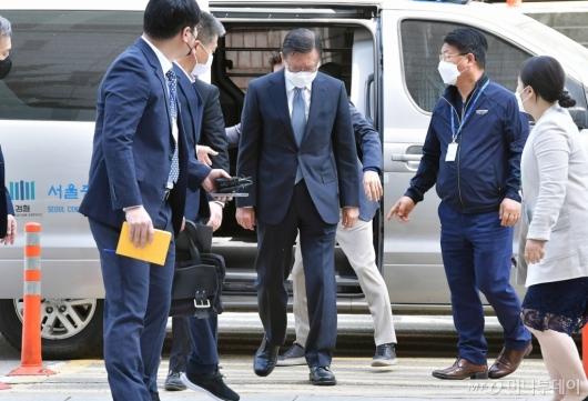 [사진]구속 전 영장심사 출석하는 박삼구 전 회장