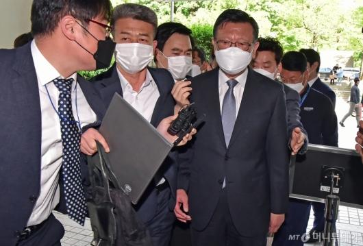 [사진]법정 향하는 박삼구 전 회장