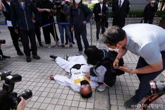 [사진]쓰러진 김정남 전 아시아나케이오 노조 지부장