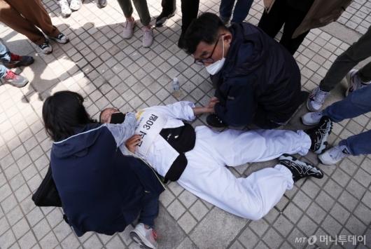 [사진]'단식 30일' 쓰러진 아시아나케이오 전 지부장