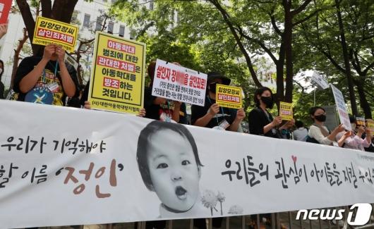 """정인이 양모 무기징역·양부 구속…""""솜방망이"""" 고성"""