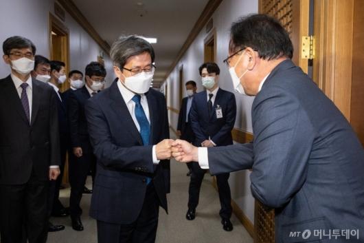 [사진]김부겸 총리, 김명수 대법원장 예방