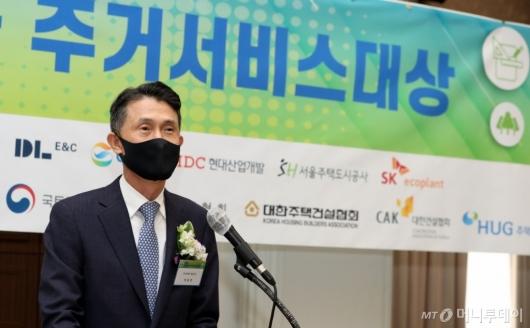 [사진]'대한민국 주거서비스대상' 인사말하는 박종면 대표