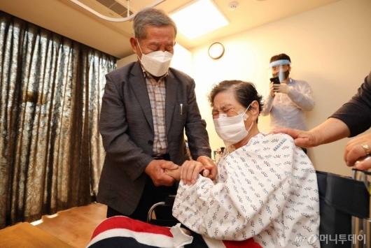 [사진]오늘부터 요양병원 대면 면회 가능