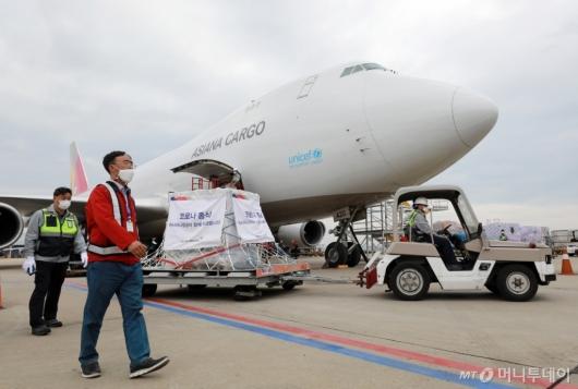 [사진]국내 도착한 모더나 백신 첫 도입물량