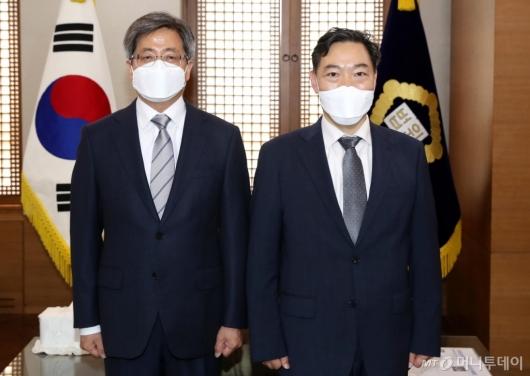 [사진]김오수 신임 검찰총장, 김명수 대법원장 예방