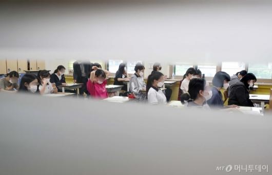 [사진]문·이과 통합 6월 모의평가 시작