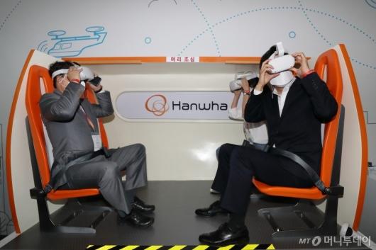 [사진]도심항공교통 VR 체험하는 오세훈 시장