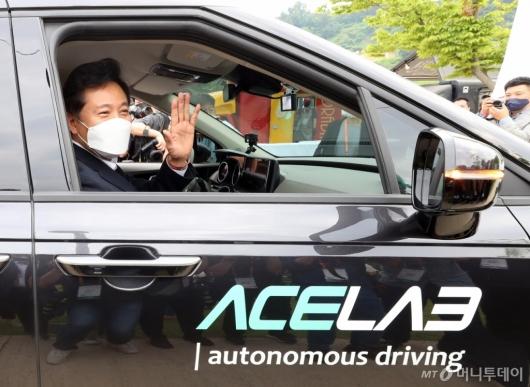 [사진]오세훈 시장, 자율주행차 탑승 체험