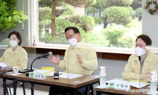 [사진]인사말하는 김부겸 총리