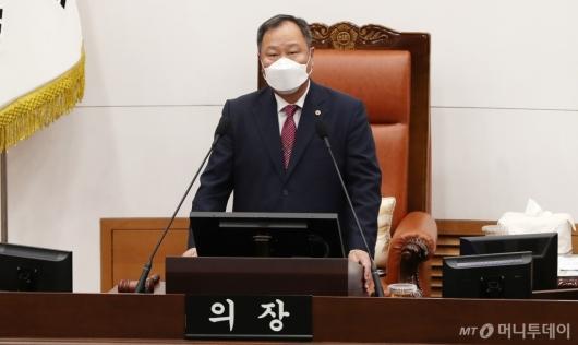 [사진]본회의 개회하는 김인호 서울시의회 의장