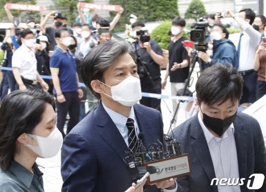 조국, '서울대 부끄러운 동문' 3년째 1위…2위는 유시민