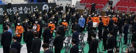 [사진]고 김동식 소방령 영결식