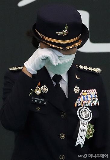 [사진]동료 소방관의 눈물