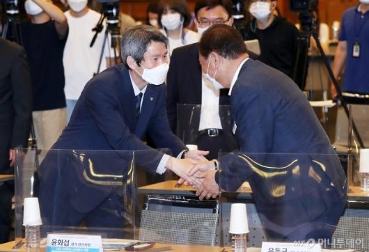 [사진]토론회 참석한 이인영 통일부 장관