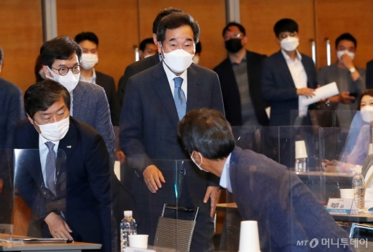 [사진]토론회 참석한 이낙연 전 대표